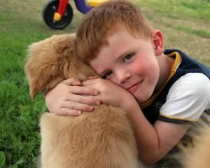 Es poco aconsejable tener un cachorro de perro para un niño si no se les sabe educar.